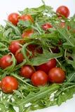 Φύλλα Ruccola και ντομάτες κερασιών Στοκ εικόνες με δικαίωμα ελεύθερης χρήσης
