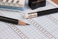 Φύλλο απάντησης σχολικών διαγωνισμών και μολύβι Στοκ Εικόνες