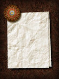 Φύλλο εγγράφου με το πρεσ'παπιέ Στοκ Εικόνες