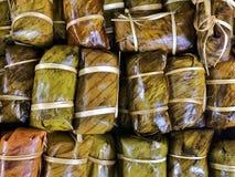 Φύλλο μπανανών με το κολλώδες ρύζι, χαλί Khao Tom Στοκ Φωτογραφίες
