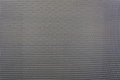 Φύλλο υποβάθρου του μετάλλου που καλύπτεται με τις αφηρημένες γραμμές και τις τρύπες Στοκ φωτογραφίες με δικαίωμα ελεύθερης χρήσης