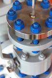 Φλάντζα σωλήνων πετρελαίου και φυσικού αερίου με το μπουλόνι στηριγμάτων Στοκ φωτογραφία με δικαίωμα ελεύθερης χρήσης