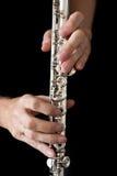 Φλάουτο στο musician& x27 χέρια του s Στοκ Φωτογραφίες