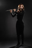 Φλαουτίστας γυναικών εκτελεστών μουσικής φλαούτων Στοκ φωτογραφία με δικαίωμα ελεύθερης χρήσης