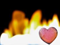 Φλεμένος καρδιά σε ένα μαύρο υπόβαθρο Στοκ Εικόνα