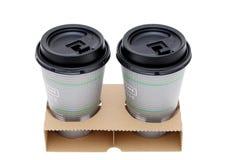 Φλιτζάνια του καφέ εγγράφου στον κάτοχο στοκ εικόνα
