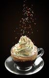 Φλιτζάνι του καφέ γυαλιού με την κρέμα Στοκ Φωτογραφίες
