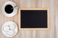 Φλιτζάνι του καφέ και εύγευστα μπισκότα Στοκ φωτογραφία με δικαίωμα ελεύθερης χρήσης
