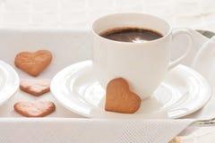 Φλιτζάνι του καφέ και καρδιές Στοκ Εικόνες