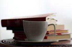 Φλιτζάνι του καφέ και κομμάτι της σοκολάτας Στοκ φωτογραφία με δικαίωμα ελεύθερης χρήσης