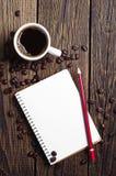 Φλιτζάνι του καφέ και σημειωματάριο Στοκ Φωτογραφία