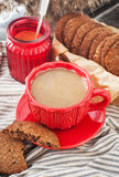 Φλιτζάνι του καφέ και σπιτικά μπισκότα Στοκ Εικόνες