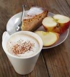 Κέικ φλιτζανιών του καφέ και applesauce Στοκ Φωτογραφίες