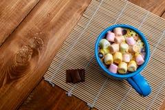 Φλιτζάνι του καφέ με marshmallows Στοκ Φωτογραφίες