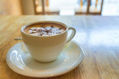 Φλιτζάνι του καφέ στην ξύλινη ανασκόπηση Στοκ εικόνες με δικαίωμα ελεύθερης χρήσης