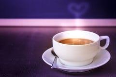 φλιτζάνι του καφέ στη καφετερία Στοκ εικόνα με δικαίωμα ελεύθερης χρήσης