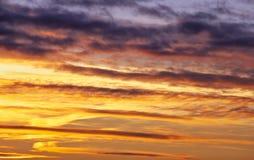 Φλογερός πορτοκαλής ουρανός ηλιοβασιλέματος Όμορφος ουρανός Στοκ εικόνες με δικαίωμα ελεύθερης χρήσης