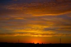 Φλογερός πορτοκαλής ουρανός ηλιοβασιλέματος Όμορφος ουρανός Στοκ Εικόνες