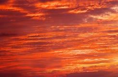 Φλογερός πορτοκαλής ουρανός ηλιοβασιλέματος Στοκ εικόνες με δικαίωμα ελεύθερης χρήσης