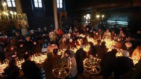 Φλογερός σταυρός με τα βάζα του μελιού Στοκ Φωτογραφίες