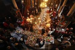 Φλογερός σταυρός με τα βάζα του μελιού Στοκ Εικόνες