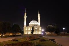 φλυάρων Μουσουλμανικό τέμενος στο Μπακού τη νύχτα Στοκ Εικόνες