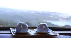 Φλυτζάνια από το παράθυρο Στοκ εικόνες με δικαίωμα ελεύθερης χρήσης