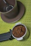 Φλυτζάνι καφέ από το αυτόματο φλυτζάνι μηχανών και καφέ Στοκ φωτογραφία με δικαίωμα ελεύθερης χρήσης
