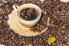 Φλυτζάνι καφέ αφρού με μορφή του παγκόσμιου χάρτη Στοκ φωτογραφία με δικαίωμα ελεύθερης χρήσης