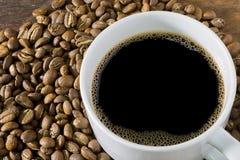 Φλυτζάνι καφέ και φασόλια καφέ Στοκ εικόνες με δικαίωμα ελεύθερης χρήσης