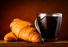 Φλυτζάνι καφέ και croissant Στοκ Φωτογραφίες