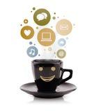 Φλυτζάνι καφέ με τα κοινωνικά και εικονίδια μέσων στις ζωηρόχρωμες φυσαλίδες Στοκ εικόνα με δικαίωμα ελεύθερης χρήσης
