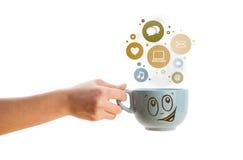 Φλυτζάνι καφέ με τα κοινωνικά και εικονίδια μέσων στις ζωηρόχρωμες φυσαλίδες Στοκ εικόνες με δικαίωμα ελεύθερης χρήσης