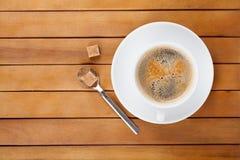 Φλυτζάνι καφέ με τη ζάχαρη κομματιών Στοκ εικόνα με δικαίωμα ελεύθερης χρήσης