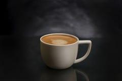 Φλυτζάνι καφέ με τον καφέ espresso Στοκ εικόνα με δικαίωμα ελεύθερης χρήσης