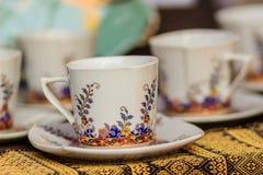 Φλυτζάνι καφέ πορσελάνης ύφους εκλεκτής ποιότητας Ταϊλανδού χειροποίητο Όμορφο TR Στοκ Φωτογραφία