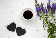 Φλυτζάνι καφέ στον άσπρο πίνακα Στοκ φωτογραφία με δικαίωμα ελεύθερης χρήσης