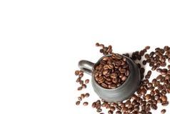 Φλυτζάνι με τα φασόλια καφέ Στοκ εικόνες με δικαίωμα ελεύθερης χρήσης