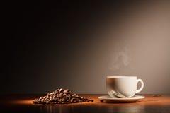 Φλυτζάνι με τον καφέ και τον ατμό Στοκ Εικόνες
