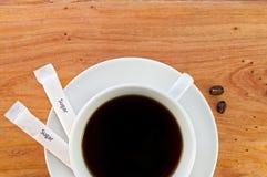 Φλυτζάνι της μαύρης κινηματογράφησης σε πρώτο πλάνο καφέ Στοκ φωτογραφία με δικαίωμα ελεύθερης χρήσης