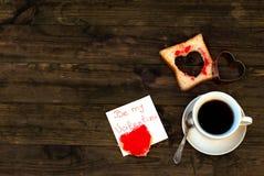 Φλυτζάνι της μαύρων φρυγανιάς και της μαρμελάδας καφέ Στοκ εικόνα με δικαίωμα ελεύθερης χρήσης