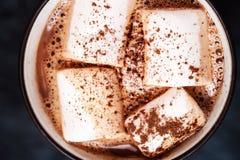 Φλυτζάνι του καυτού κακάου με marshmallows τη μακροεντολή Στοκ φωτογραφία με δικαίωμα ελεύθερης χρήσης