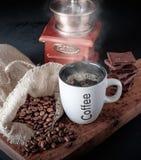 Φλυτζάνι του καυτού καφέ με τη σοκολάτα Στοκ φωτογραφίες με δικαίωμα ελεύθερης χρήσης
