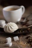 Φλυτζάνι του καυτού καφέ espresso, και μπισκότο Στοκ εικόνα με δικαίωμα ελεύθερης χρήσης