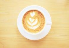 Φλυτζάνι του καφέ latte ή cappuccino στοκ φωτογραφία με δικαίωμα ελεύθερης χρήσης