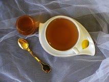 Φλυτζάνι του τσαγιού με το μέλι στοκ εικόνες