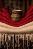 Φλυτζάνι του τσαγιού στους ιστούς Στοκ φωτογραφία με δικαίωμα ελεύθερης χρήσης
