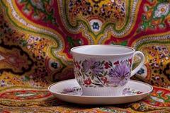 Φλυτζάνι τσαγιού με τη floral διακόσμηση Στοκ φωτογραφία με δικαίωμα ελεύθερης χρήσης