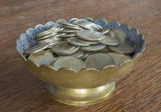 Φλυτζάνι χρημάτων Στοκ φωτογραφία με δικαίωμα ελεύθερης χρήσης