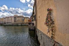 Φλωρεντία Ponte Vecchio την ηλιόλουστη ημέρα Στοκ Φωτογραφίες